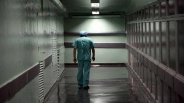 Σε επιστημονική αφυδάτωση η Ελλάδα - Πρωτόγνωρο κύμα φυγής Ελλήνων γιατρών στο εξωτερικό